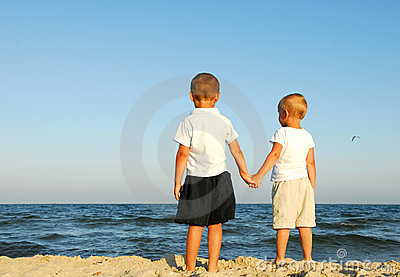 boys-watching-sea-6410009